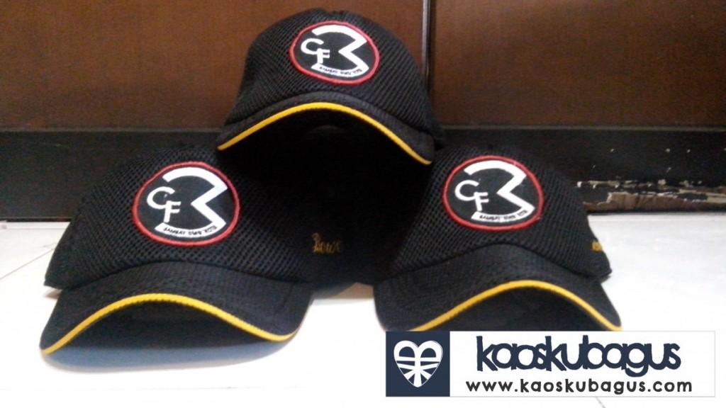 Bordir logo pada topi jaring