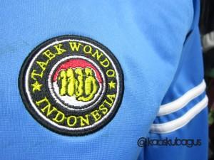 bordir logo pada jaket diadora