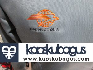 Ini adalah contoh bordir logo POS INDONESIA pada jaket. logo tersebut dibordir langsung pada kain jaket dengn teknik bordir komputer full benng, dengan menggunakan 1 warna benang oren untuk bordir logonya, dan satu warna benang pada bordir tulisan POS INDONESIA. Termsuk bordir ukuran kecil, tapi masih terlihat jels pada jarak tertentu.